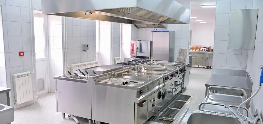 To run your foodservice business smoothly, after the property comes the equipment you will need in the kitchen and catering.