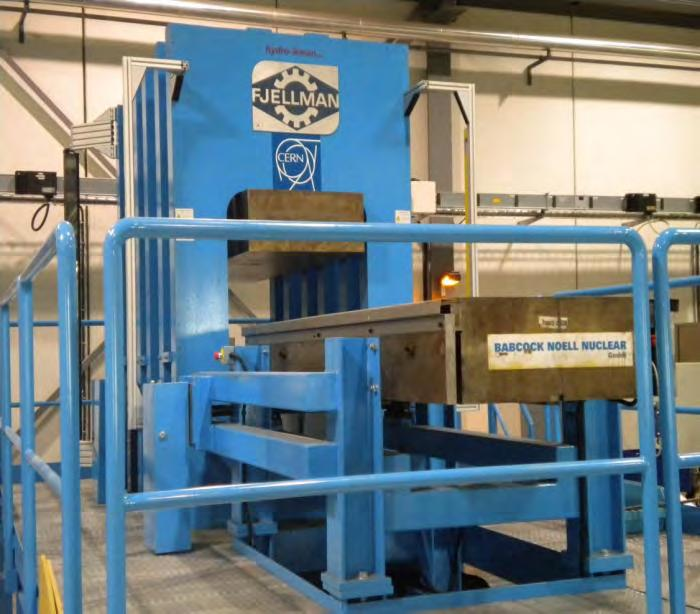 curing presses : tooling precise at 20 µm and 200 C.