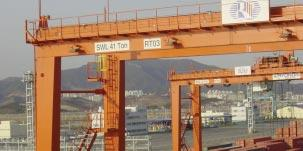 CARGO HANDLING Seoho steers by satellite Seoho Electric of Korea is offering a GPSbased auto steering system for RTGs.