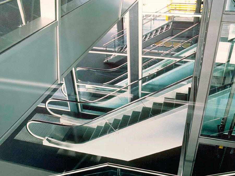 KONE ESCALATOR SOLUTIONS FOR AIRPORTS KONE offers a wide range of different escalator and autowalk solutions to meet all types of customer requirements in airports.