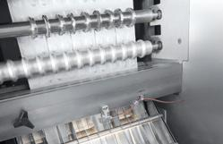 The HM 1E series combines all the benefits of Romaco Siebler s proven strip packaging machines.