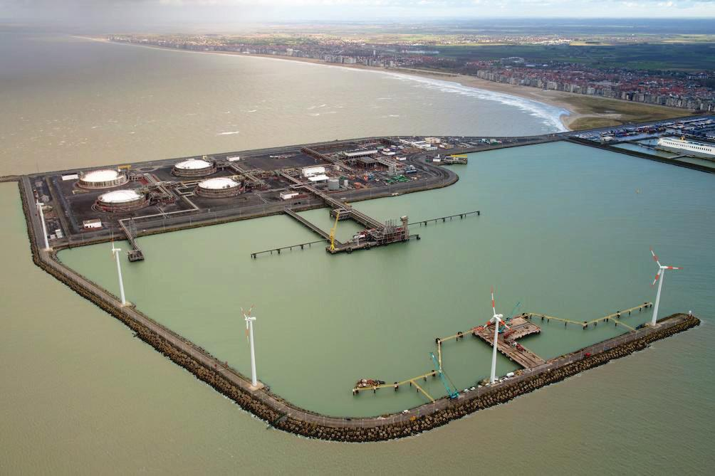 Construction of the second jetty at the Zeebrugge LNG terminal, 212. CONCLUSIONS The development of small scale LNG infrastructure is becoming reality.