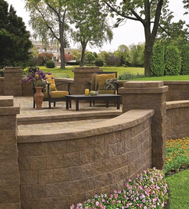 OUTDOOR LIVING Cambridge Sigma wall shares the shape, textures and colors of the Cambridge Maytrx and Pyzique systems allowing for