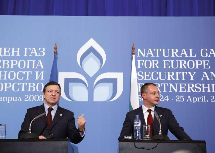 analysis Butterfly s Ambition A gas project, supported by the West, scores in Europe and Asia, and changes the rules of the game By Boyko Vassilev José Manuel Barroso, on the left, and Sergei