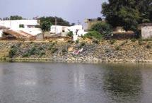 Akkamahadevi Lake It is surrounded by major arterial roads of the city along which lie many important commercial, residential and office complexes.