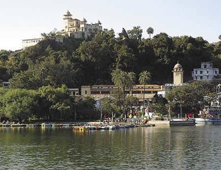 Nakki Lake Nakki Lake lies on Mt. Abu (Sirohi District) in south west Rajasthan.