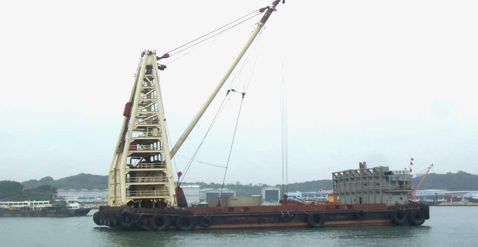 Derrick Barge Wangfoong 18 Wangfoong 18 with its lifting capacity up to 80/100 tons and cargo