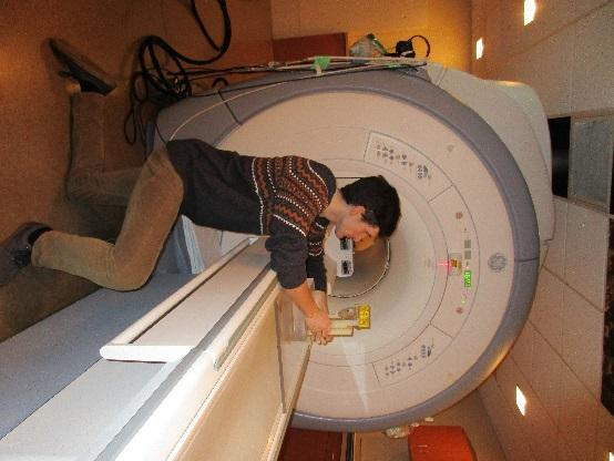 of the static magnetic field Device magnetic saturation The approach Test in a 3T scanner http://www.simplyphysics.