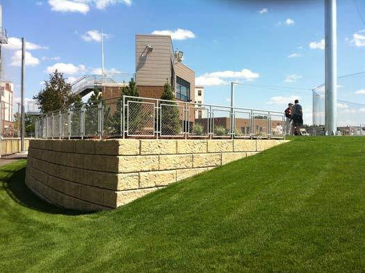 When constructing independent railings, fences, and traffic barriers, it is important that there is coordination between the wall installer and the contractor that will be installing the independent