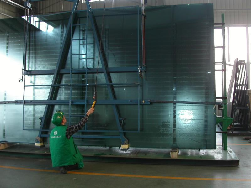 in large sizes The standard glass size is the Jumbo this is 6 x 3.2 m in size.