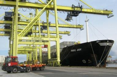 Its companies perform transportation of cargoes by railway and river-sea transport, handling of cargoes in Russian ports, render logistic and shipbuilding