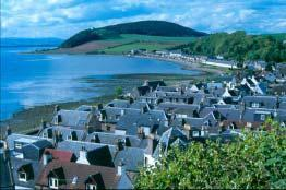 Towns and villages, with main roads Introduction The population of Ross and Cromarty (East) is over 43,350 and the great majority of these people live in small towns and villages.