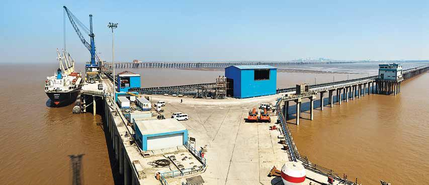 Dahej Port Existing Facilities World-class solid cargo handling terminal at Dahej for EXIM trade to serve central Gujarat, Maharashtra and Madhya Pradesh with international standard norms, excellent