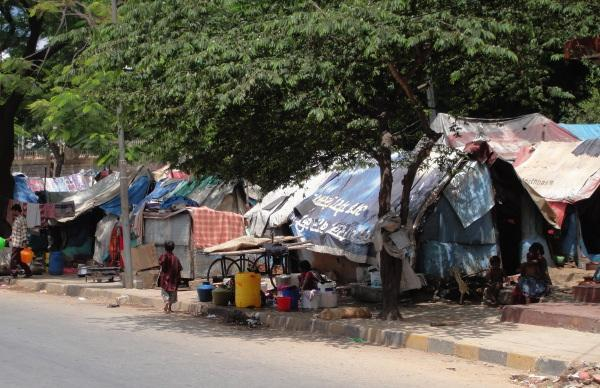 Chapter 11: Socio-Economic Development 1.3. CHARACTERISTICS OF SLUMS Similar characterisations can be found in the case of slums in BMR.