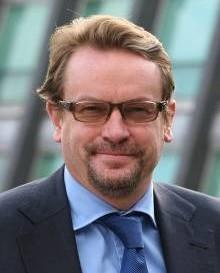 Paul Briggs Partner, Bird & Bird Mike Skinner CEO, AMS Aircraft Limited Please contact the event manager