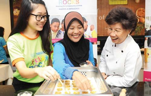 NESTLÉ IN SOCIETY REPORT 2016 75 Our People G4-SO1 Employee Volunteer Programme Nestlé Malaysia employees are encouraged to dedicate their time in giving back to the community and can allocate 16