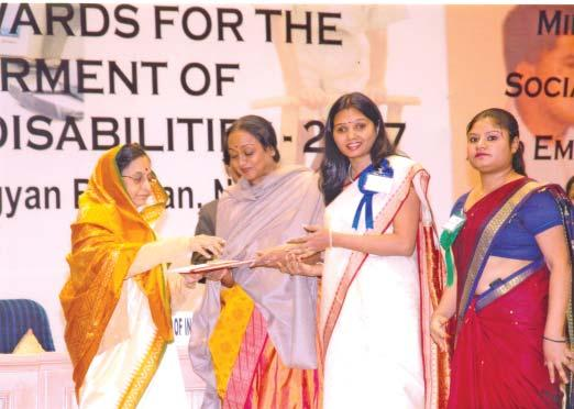 Smt. Veena Mehta Verma, Sr. Assistant Officer(HR) NTPC Vindhyachal received the National Award in the Role Model category from Hon ble President of India Smt.Pratibha Devisingh Patil.