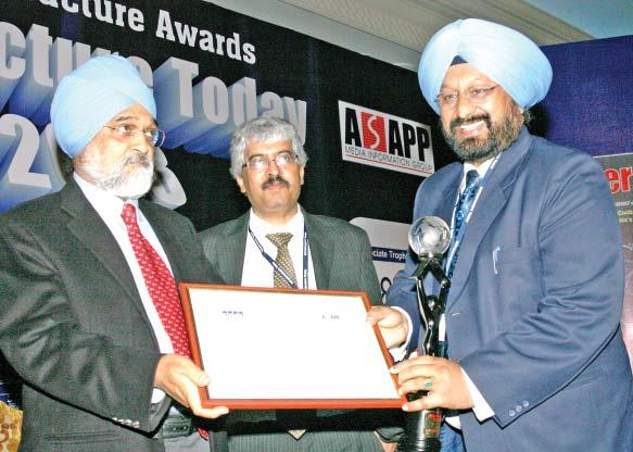 """Shri Satnam Singh, Chairman & Managing Director, Power Finance Corporation Ltd., receiving ""KPMG-Infrastructure Today Award 2008"" under Most Admired Government Enabler-Power category from Dr."