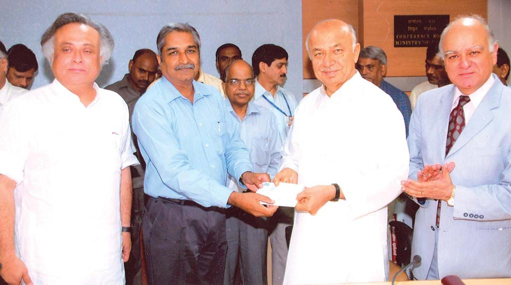 Responding to devastating calamity in Bihar due to floods, REC donated Rs.2.5 crore to Prime Minister's Relief Fund. CMD REC handed over cheque to Hon'ble MOP Sh.