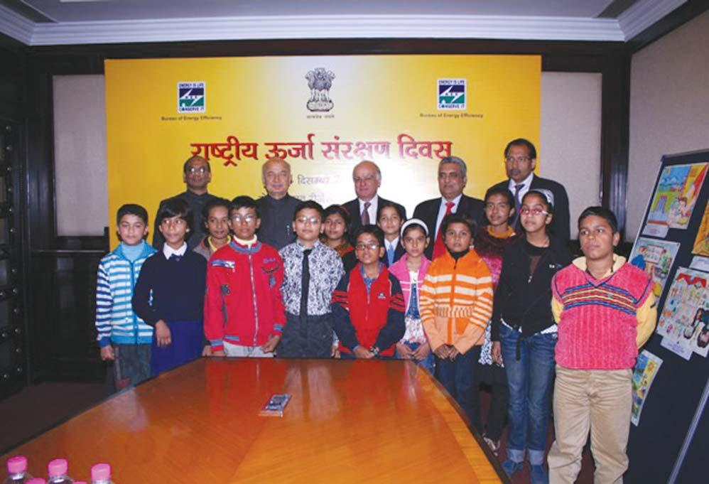 Shri Sushilkumar Shinde Minister of Power and DG, BEE, Secretary Power & Chairperson CEA with Prize winning Children equipments and appliances under program implementation on voluntary basis with 5