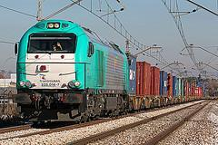 Containers are unloaded and transferred to the train (Sunday 01:00)